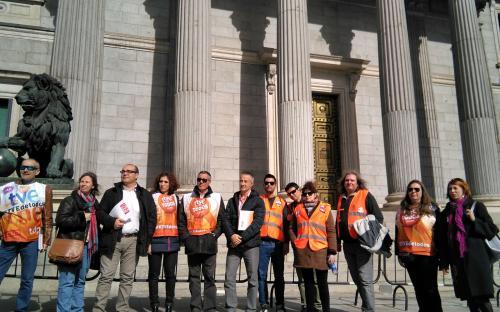 Miembros del comité de empresa de RTVE-Madrid a la salida del congreso de los diputados